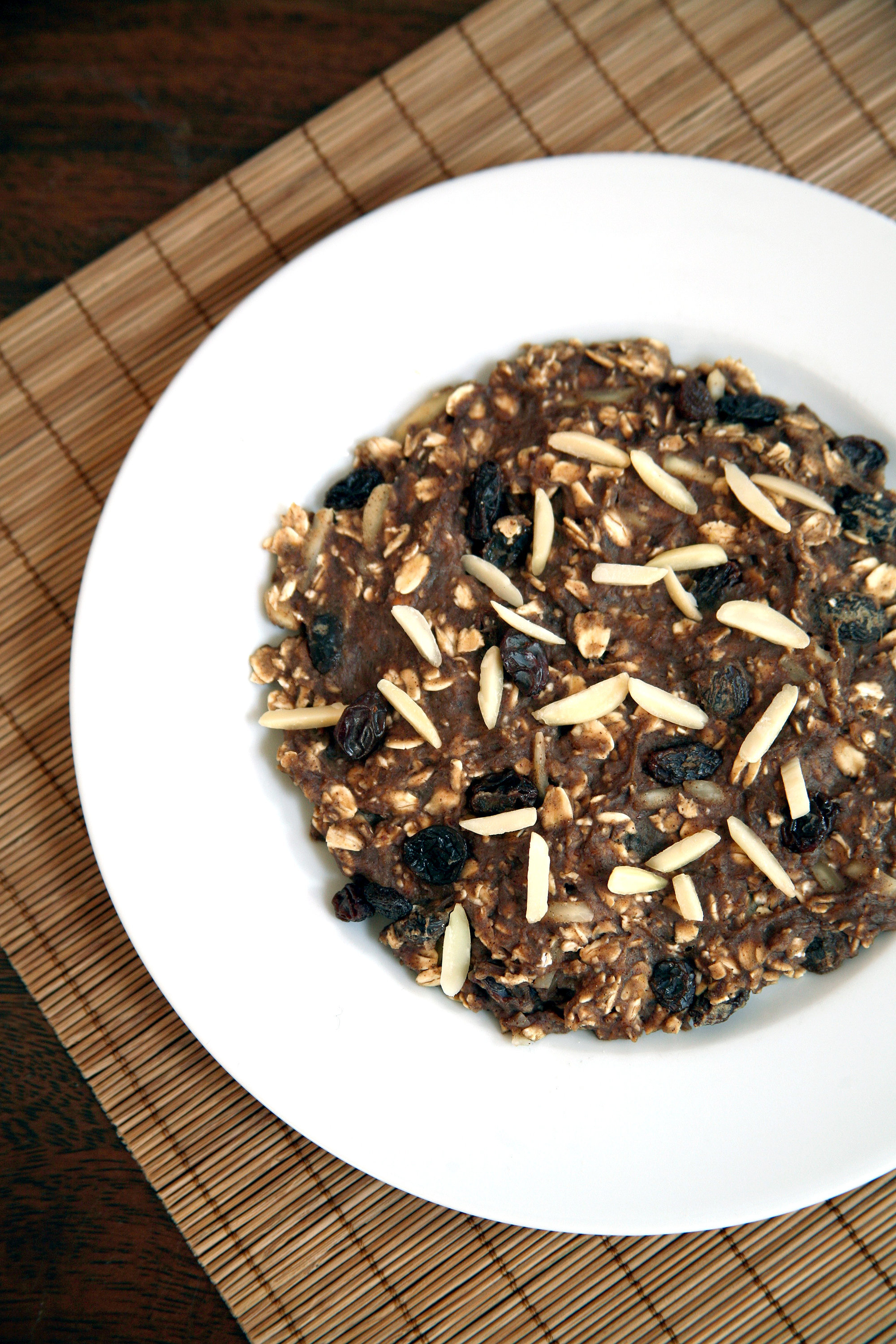 This 5-Minute Breakfast Tastes Like Oatmeal Raisin Cookie Dough